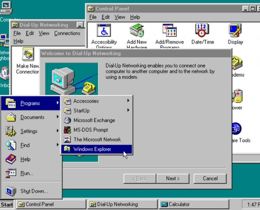 Windows 95 va marcar la diferència introduïnt el botó d'inici i treballant sobre arquitectura de 32-bit